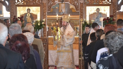 Preasfinția Sa Claudiu în mijlocul credincioșilor Parohiei Blaj II