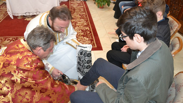 Ritualul spălării picioarelor și sfințirea Paștilor în Catedrala Blajului