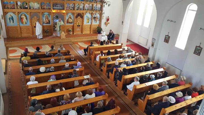 """10 ani de la Sfinţirea Bisericii cu hramul """"Sfinţii Petru şi Pavel"""" din Turda"""