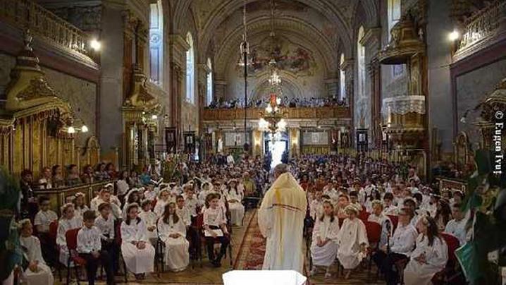 """Prima Sfântă Împărtăşanie şi Spovadă Solemnă în Catedrala """"Sfântul Nicolae"""""""