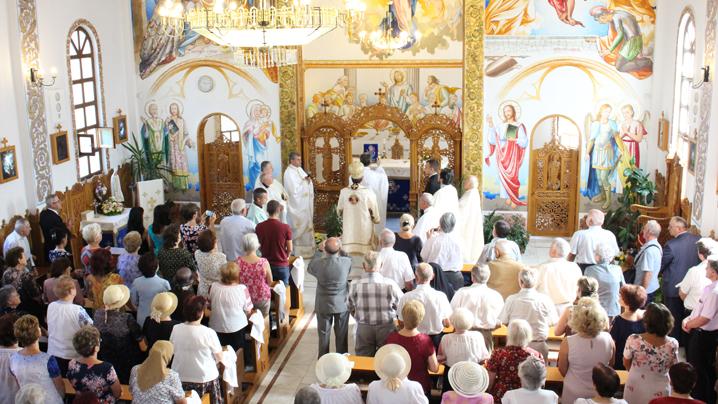 """20 de ani de la sfinţirea Bisericii """"Adormirea Maicii Domnului"""" din Târgu Mureș"""