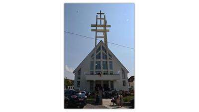 """Călinești Oaș: Sfințirea noii biserici cu hramul """"Nașterea Maicii Domnului"""""""