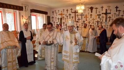 """Hramul bisericii """"Înălțarea Sfintei Cruci"""" și binecuvântarea Muzeului Crucii din Parohia Cluj V – Făget"""