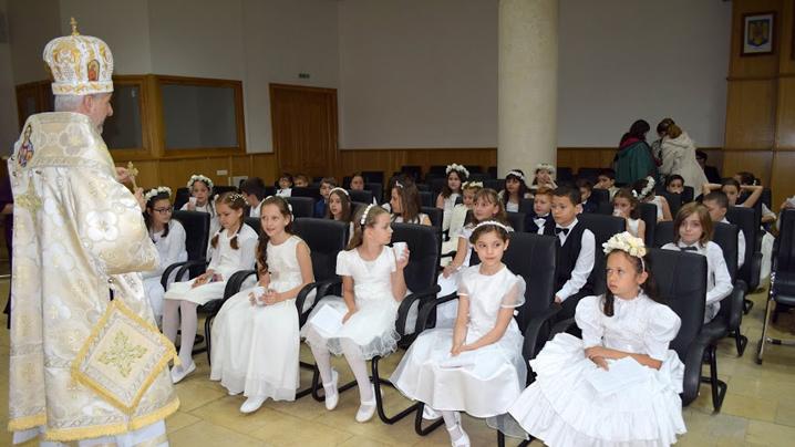 Un număr de 32 de copii clujeni s-au făcut lumină lumii, primind Prima Împărtășanie solemnă