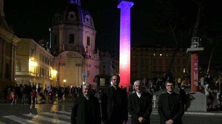 Columna lui Traian luminată în tricolor românesc la Centenarul Unirii