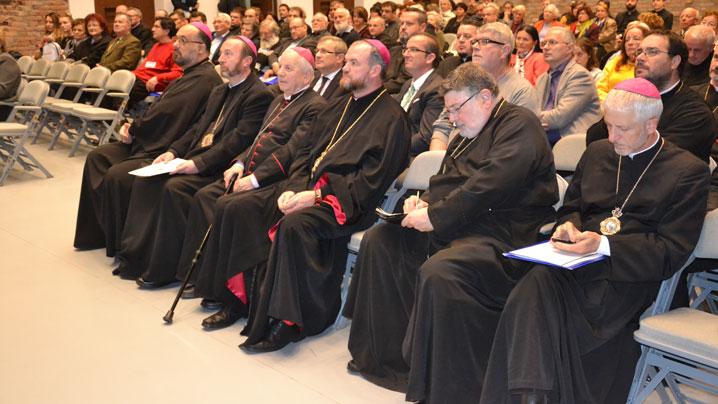 """Conferința """"Centenarul unității naționale și ambasadorii spiritului românesc"""""""