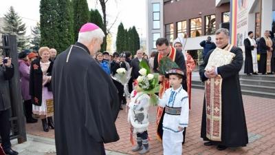 O statuie a Cardinalului Hossu binecuvântată la Bistrița