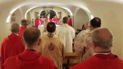 Sfânta Liturghie celebrată de episcopii catolici din România la mormântul Sfântului Petru