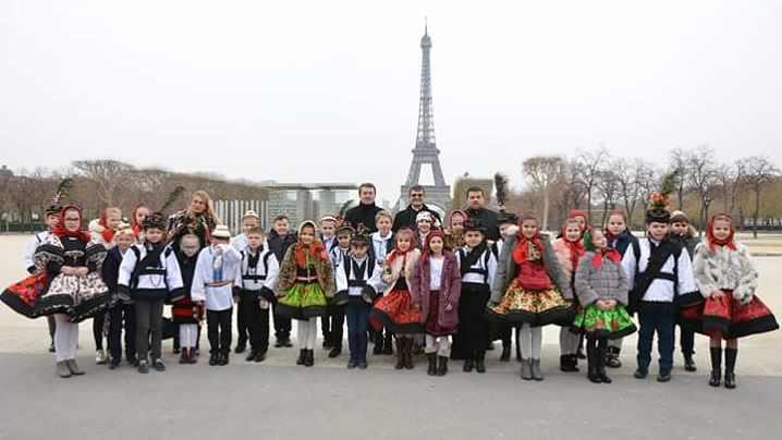 Colindători greco-catolici la Ambasada României din Franța