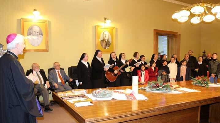 """Vestea bună a Nașterii Domnului a răsunat prin colinde la Episcopie și în Catedrala """"Schimbarea la Față"""" din Cluj"""