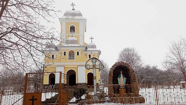 Sfințirea unei grote în onoarea Sfintei Fecioare Maria în parohia Tăuni
