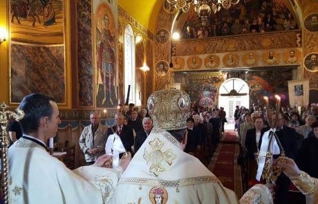 PS Claudiu în mijlocul credincioșilor parohiei Blaj II (Capela Arhiereilor), aprilie 2019