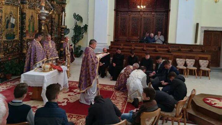 Ritualul spălării picioarelor și sfințirea Paștilor în Catedrala Blajului, aprilie 2019