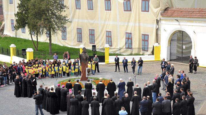 Sfințirea statuii Sfântului Papă Ioan Paul al II-lea la Blaj