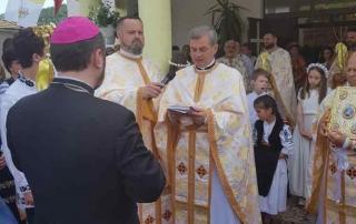 """Binecuvântarea iconostasului Bisericii cu hramul Sfinții Apostoli """"Petru şi Pavel"""" din Râciu"""