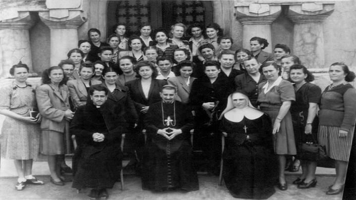 """Episcopul, predicatorul, """"îngerul păzitor"""" și soțiile preoților"""