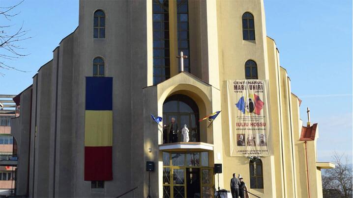 """Sfinţirea bisericii greco-catolice """"Sf. Iosif"""" din Gherla"""