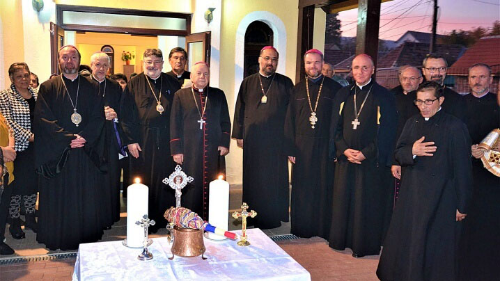 """Placă memorială în amintirea vizitei Sfântului Părinte la Biserica """"Fericitul Ioan Suciu"""" din cartierul Barbu Lăutaru, Blaj"""