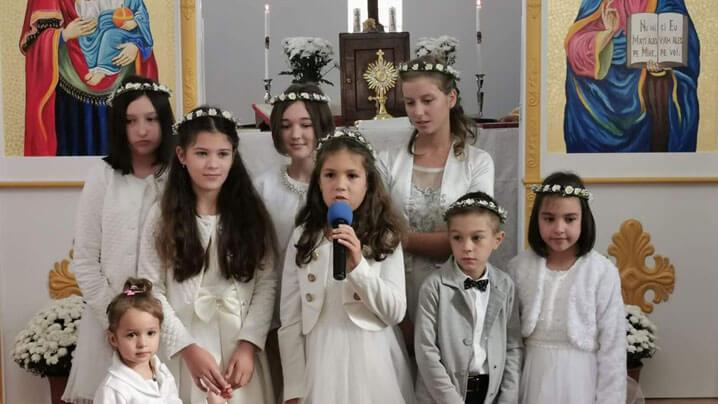 Prima Împărtășanie la Rugășești și binecuvântarea noii case parohiale la Chiuiești