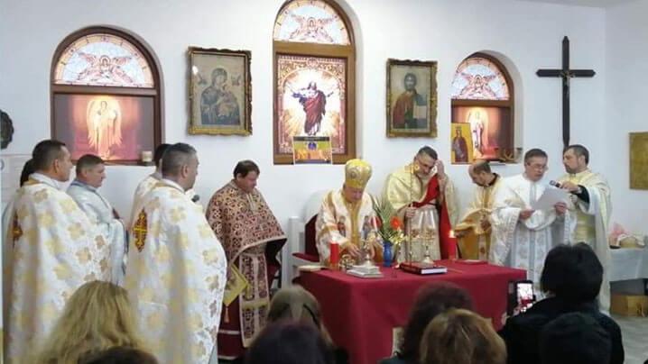 """Sfințirea bisericii cu hramul """"Sfânta Varvara"""" din Lupeni"""