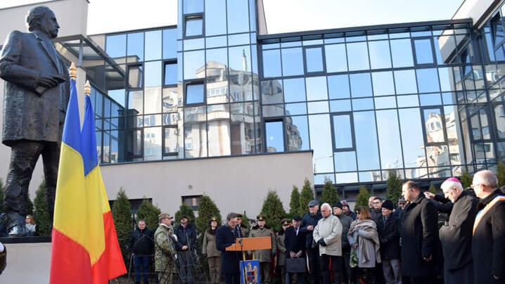 Statuia poetului Andrei Mureșanu, autorul imnului național, a fost dezvelită și binecuvântată la Cluj-Napoca