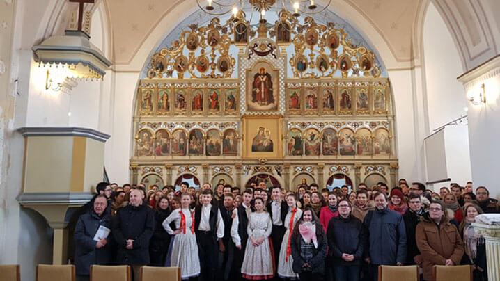 130 de studenți catolici s-au rugat la icoana din Peleș