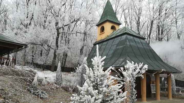Luni, 2 martie, are loc primul pelerinaj din acest an la Bisericuța din Cărbunari