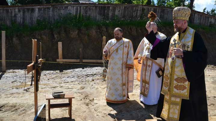 Vizită pastorală în Parohia Hoteni și punerea pietrei de temelie pentru noua biserică din localitate