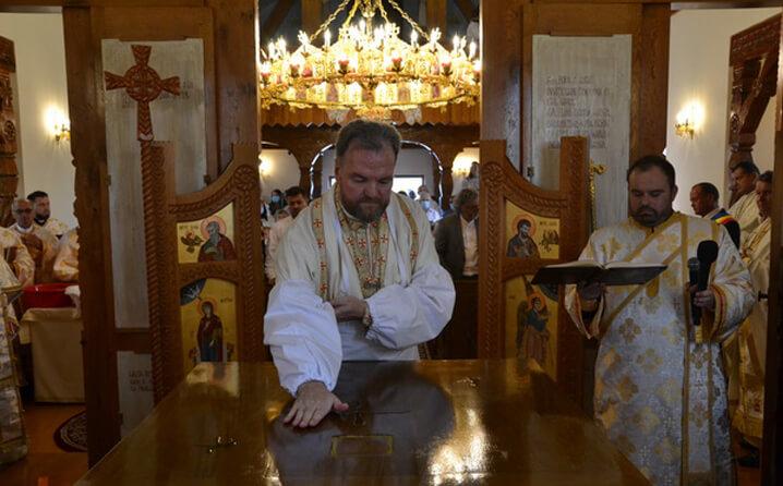"""PS Vasile la Vișeu de Mijloc: """"Atunci când sfințim o biserică, suntem siguri că Dumnezeu primește acest dar, pe care comunitatea îl oferă"""""""