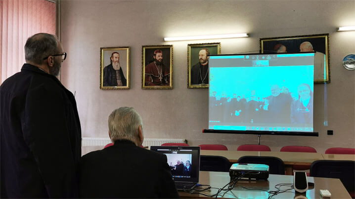 Tradiția colindatului la Palatul Episcopiei din Lugoj continuă on-line