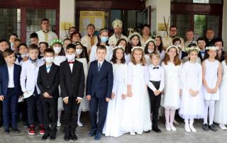 """Prima Împărtășanie Solemnă în capela """"Sf. Iosif"""" din Piața Cipariu, Cluj-Napoca – 30 de copii au primit harul de a fi mărturisitori ai lui Cristos"""