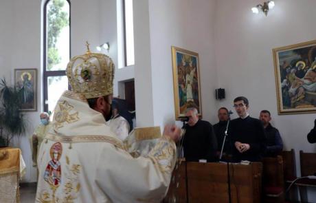 """""""Să îi permitem lui Isus să acționeze în viața noastră"""" - PS Claudiu în parohia """"Bunavestire"""", cart. Mărăști, Cluj-Napoca"""