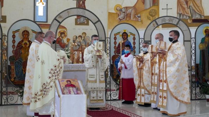 """Preasfinția Sa Cristian, în mijlocul credincioșilor parohiei """"Sfântul Petru"""" din Brașov"""