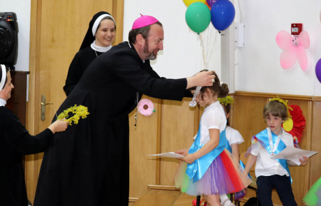 """Chemare la reîntâlnire în bucurie – prezentarea cărții """"Preasfințitul Florentin văzut prin ochii copiilor"""""""