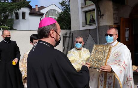 """PS Claudiu în parohia """"Fericiții episcopi martiri greco-catolici români"""" din cartierul Gruia"""