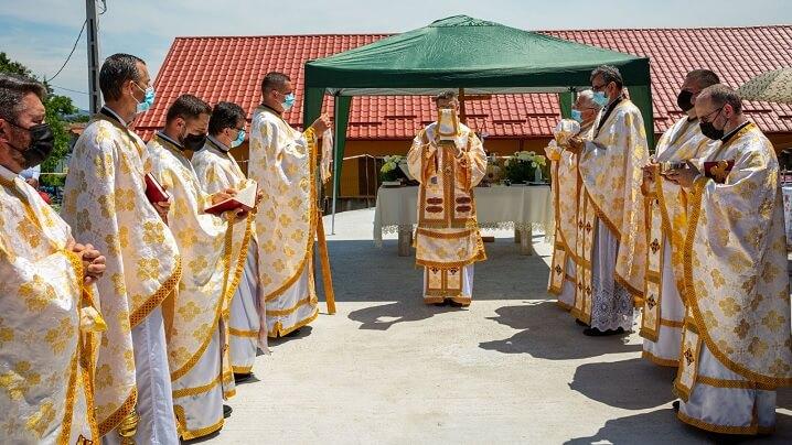 Sfințirea locului și a pietrei de temelie pentru noua Biserică Greco-Catolică din Unirea (AB)