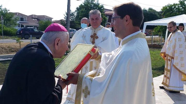 Vizită pastorală a Preasfinţitului Alexandru în parohia Dumbrăviţa. Sfinţirea solemnă a noii biserici