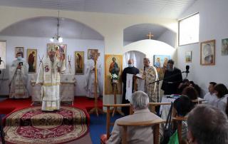 """PS Claudiu în parohia """"Sf. Apostoli Petru și Pavel"""" din comuna Florești"""