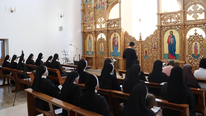 """Seară de rugăciune în pregătirea serbării hramului mănăstirii """"Sfânta Macrina"""""""