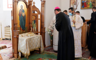 """Sfânta Liturghie arhierească în biserica """"Sf. Apostoli Petru și Pavel"""" din Apahida"""