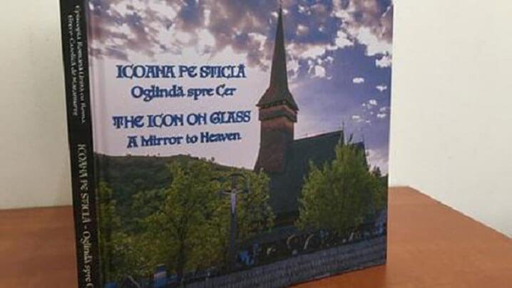"""A apărut albumul """"Icoana pe sticlă – Oglindă spre Cer"""""""