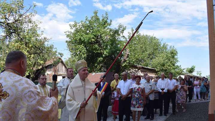 Biserica din Domănești a fost duminică în sărbătoare