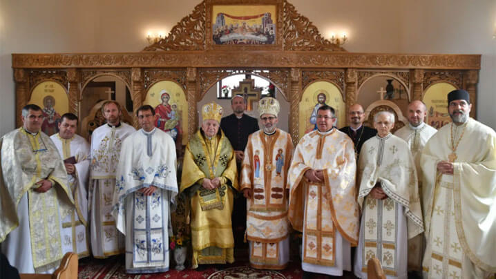 Vizită pastorală a Preasfinţitului Alexandru în parohia Sânandrei. Sfinţirea solemnă a noii biserici