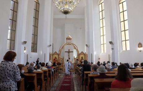 """Vizita Preasfinției Sale Claudiu în parohia """"Sfântul Iosif"""" – în primul sediu episcopal, Gherla"""
