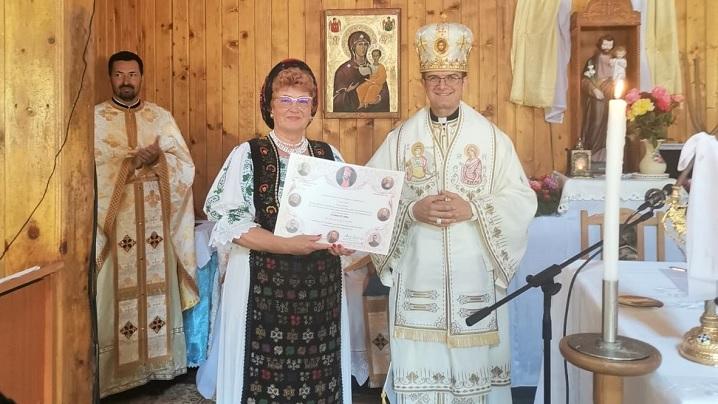 """Diplomă acordată de PF Cardinal Lucian Doamnei Veta Biriș pentru """"mărturisirea credinței creștine prin cuvânt și fapte bune"""""""
