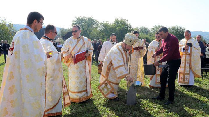 Binecuvântarea pietrei de temelie a bisericii din Lăpușul Românesc